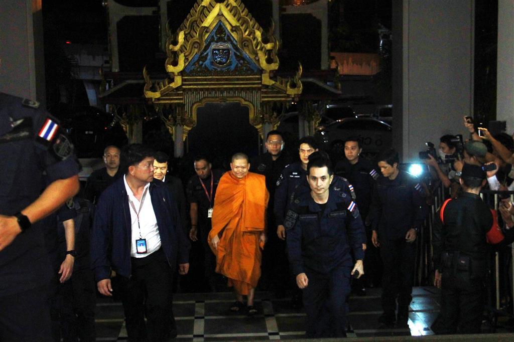 ดีเอสไอร่วมกับสำนักงานอัยการสูงสุดนำตัวเณรคำกลับมาดำเนินคดีในประเทศไทย