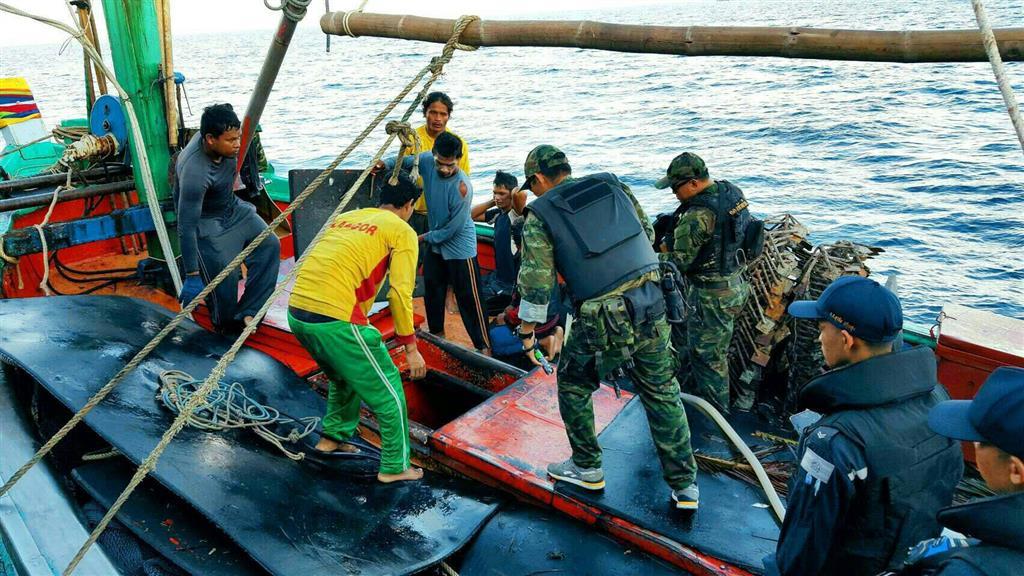 DSI ร่วมกับ กองทัพเรือภาคที่ 2 ติดตามจับกุมตัวผู้ต้องหาหลบหนีคดีค้ามนุษย์ หลอกลวงแรงงานไทยไปทำงานประมงบนเกาะอัมบน