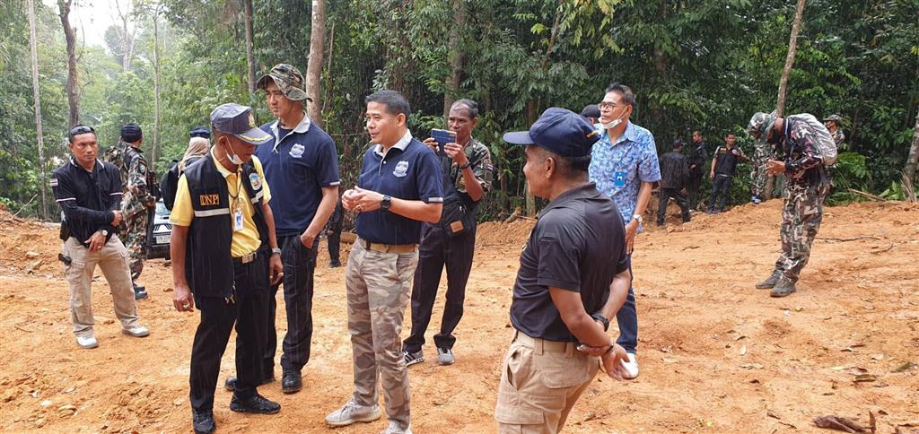 DSI's Southern Border Province Operation Center teamed up with many agencies in Sri Sakorn areas to inspect the hilltop land with utilization certificates (N.S. 3K)